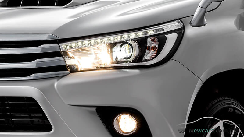 Toyota Hilux Revo LED Headlamp with Smart Operation