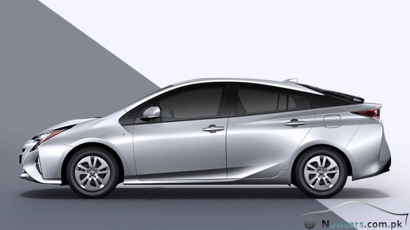 Toyota Prius 2017 Side View
